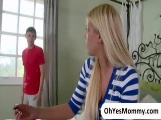aged stepmom jenna moore is seducing her