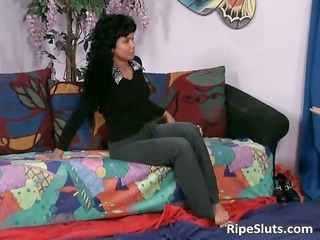 latina whore squirts while lad eats her