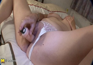 horny aged cunt playing with her old pussy