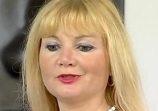 older euroean mommy masturbating - julia reaves
