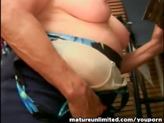 granny sucking the large cock reasly amateur