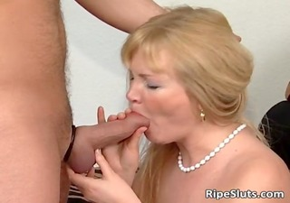 blonde d like to fuck in stockings sucks