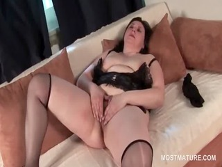 older bbw finger fucking her chunky hungry snatch