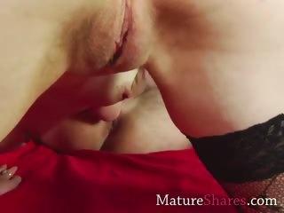 mature slut giving rimjob