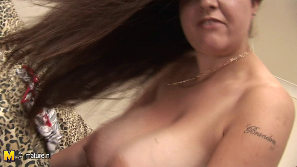 big titted dilettante housewife rocking her tits
