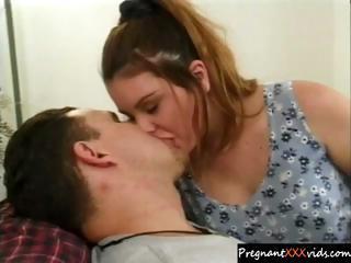 pregnant mom loves her husband