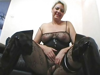 classy and busty uk mother i masturbates in