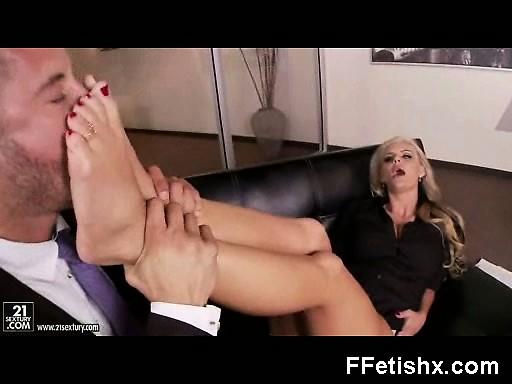 foot fetish mature in voluptuous fetish porno