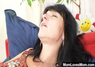 sexy cougar shows off her natural tits and pussy