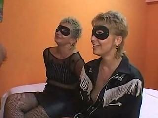 mother and daughter fuckfest orgia con mama e