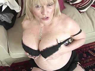 sexy british mother shows her great pointer