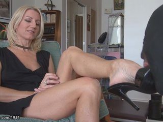 hot milf mature feet worship