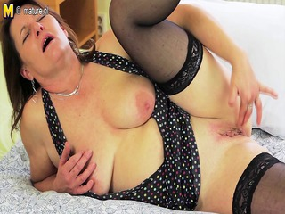 perverted housewife getting her cookie soaked