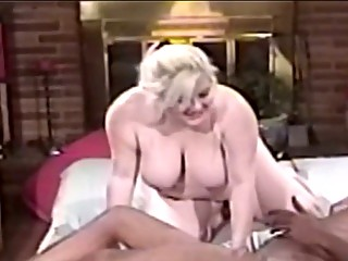 bulky d like to fuck blonde blowing large black