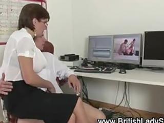 posh brit lady sonia sucks rod