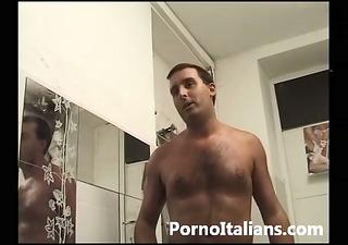 figona bionda italiana succhia cazzone con