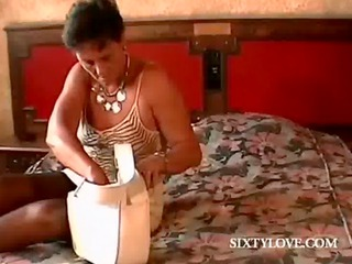 stockinged mature masturbating love tunnel in bed